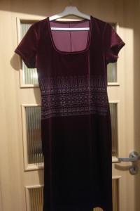 sukienka w kolorze wina...