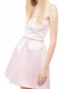 Bershka Dressy Collection pudrowa satynowa rozkloszowana sukien...
