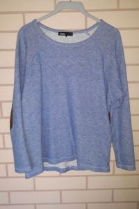 Niebieska cienka bluza sweterek z brązowymi łatami na łokciach ...