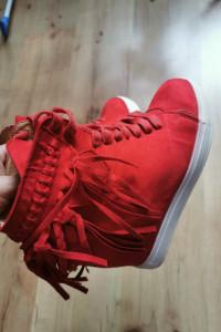 Czerwone z fredzlami