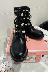 Czarne botki z perłami DeeZee 38