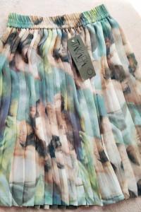 Plisowana spódnica z motywem...