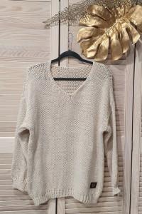 Włoski sweter w kolorze beżu wyprzedaż kolekcji...