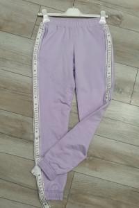 Spodnie bawełniane z lampasem Velsatino lila...