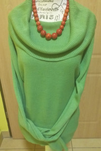 Zielony sweter tunika z dużym golfem F&F r 44...