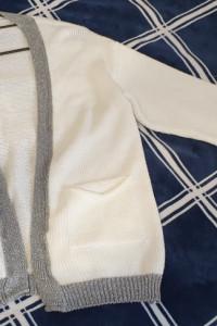 Biały kardigan ze srebrnym obszyciem...