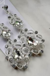 kolczyki krysztalki w kolorze srebra...