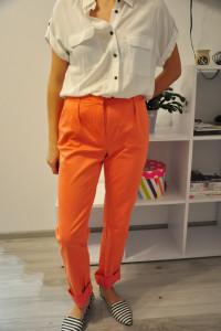 Pomarańczowe spodnie monnari...