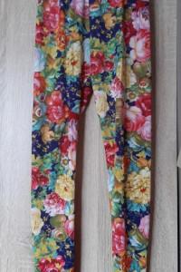 Kolorowe piękne legginsy kwiaty...