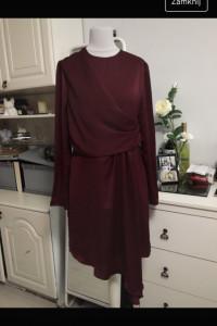 Bordowa sukienka z asymetrycznym detalem satyna Mohito...
