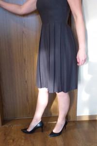 Szara rozkloszowana subtelna sukienka Pretty one 34...