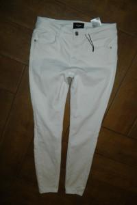Vero Moda spodnie rurki BIEL roz M