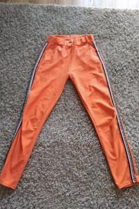 Pomarańczowe legginsy...