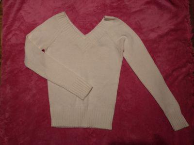 Swetry Biały sweter dekolt V rozmiar S Terranova