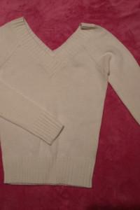 Biały sweter dekolt V rozmiar S Terranova