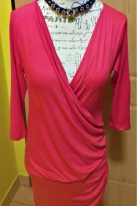 Sukienka lejąca marki OXYD rękaw 3 4 czerwono malinowa 38 M