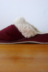 Bordowe Pantofle Kożuszek i Skóra Naturalna 36