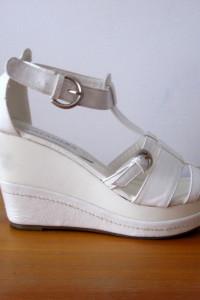 Włoskie Białe Sandały Koturny 36
