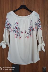 Kremowa bluzka z kwiatowym wzorem