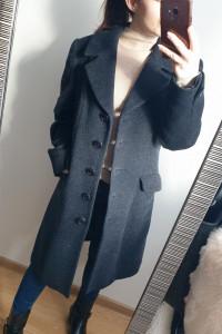 Czarny wełniany płaszcz o męskim kroju rozmiar S