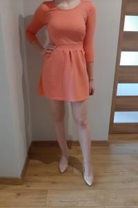 Sinsay elegancka sukienka morelowa