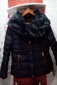 Granatowa kurtka zimowa damska z kołnierzem z sztucznego futerka