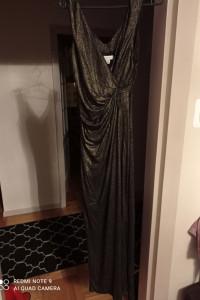 Długa błyszcząca sukienka...