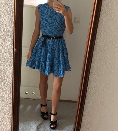 Suknie i sukienki Niebieska sukienka H&M rozkloszowana taliowana bez rękawów we wzory 38