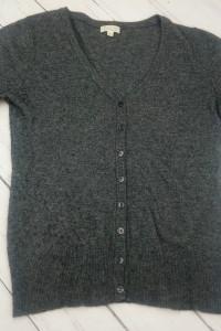 Sweter z krótkim rękawem Solar z wełną i kaszmirem szary zapina...