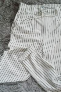 Spodnie Only w paski na gumie...