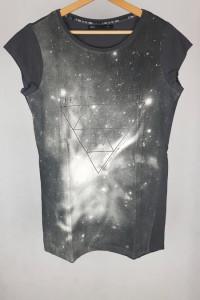 Dłuższa bluzka tunika z nadrukiem kosmos M...