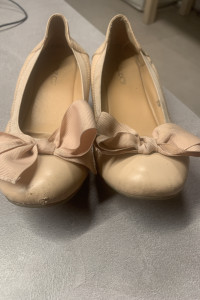 Mocno znoszone balerinki