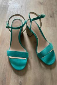 Turkusowe sandały...