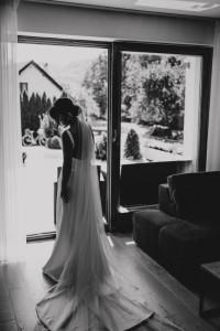 prosta minimalistyczna suknia ślubna...