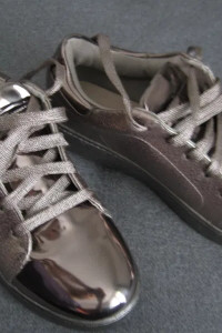 Sportowe eleganckie buty typu snickers marki Vices rozmiar 37 38 beż złoty