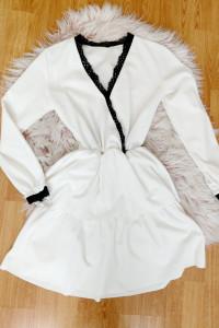 sukienka z koronką i falbanką