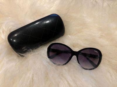 Okulary Przeciwsloneczne okulary czarne duze muchy Chanel zlota kokardka