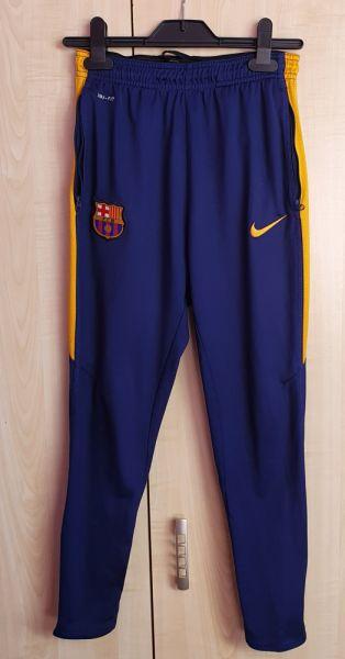 Spodnie i spodenki Spodnie dresowe chłopięce Nike FCB 158 cm