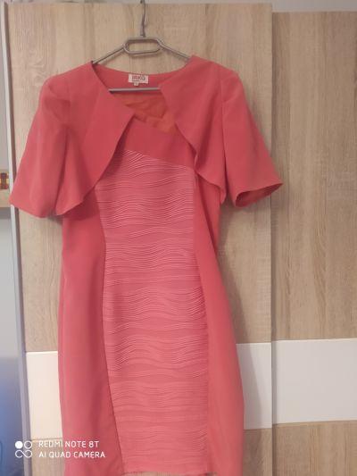 Suknie i sukienki Piękna wyszczuplająca sukienka z narzutką