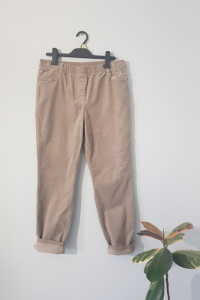 Beżowe sztruksowe spodnie...