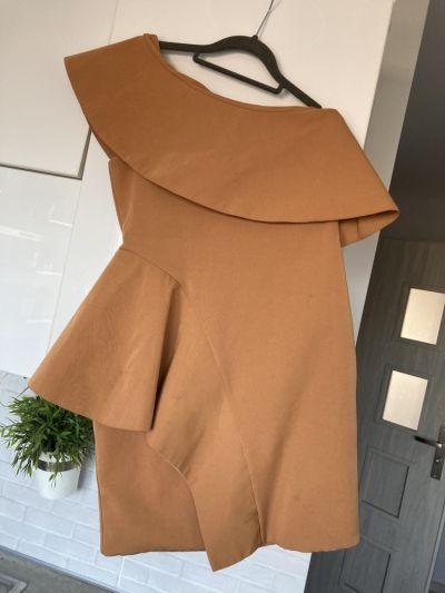 Suknie i sukienki AQUA Wendy Tan dress sukienka karmelowa piankowa asymetryczna falbanka asos