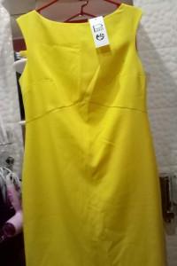 Żółta sukienka bez rękawów firmy Ryłko