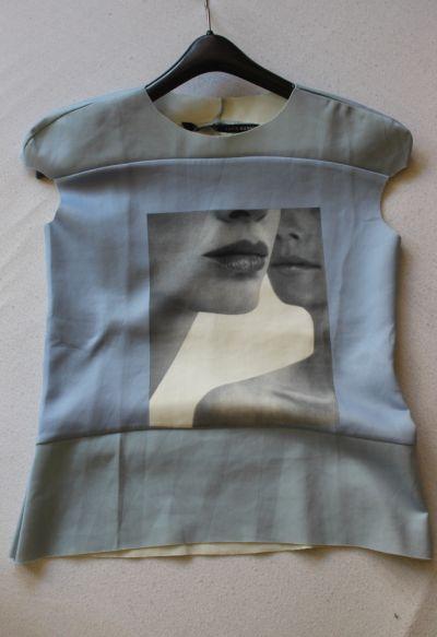 Bluzki niebieska bluzka z nadrukiem s