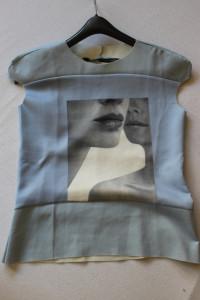 niebieska bluzka z nadrukiem s