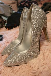 Nowe srebrne szpilki 38 eleganckie buty na obcasie cekiny krysz...