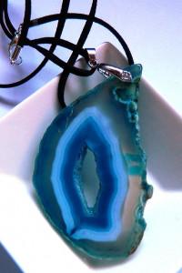Niebieski agat z druzą surowy plaster duży wisior...