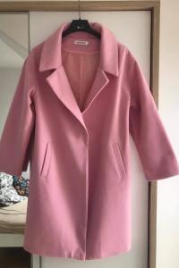 Wiosenny różowy płaszcz...