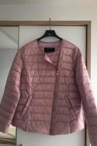 Wiosenna różowa pikowana kurtka Sinsay...