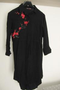 Czarna koszula tunika z czerwono czarne aplikacje troczek w pasie L