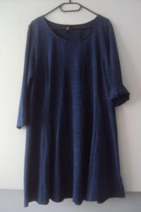 trapezowa dzianinowa sukienka...